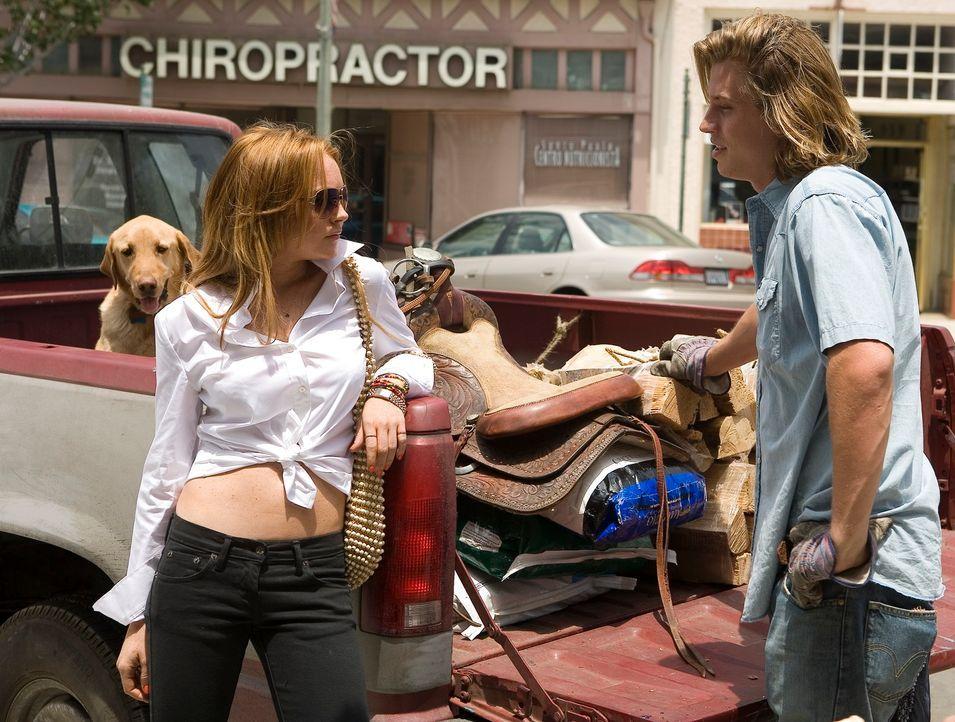 Kaum angekommen, lernt die rebellische Rachel (Lindsay Lohan, l.) den jungen Mormonen Harlan (Garrett Hedlund, r.) kennen ... - Bildquelle: Morgan Creek International