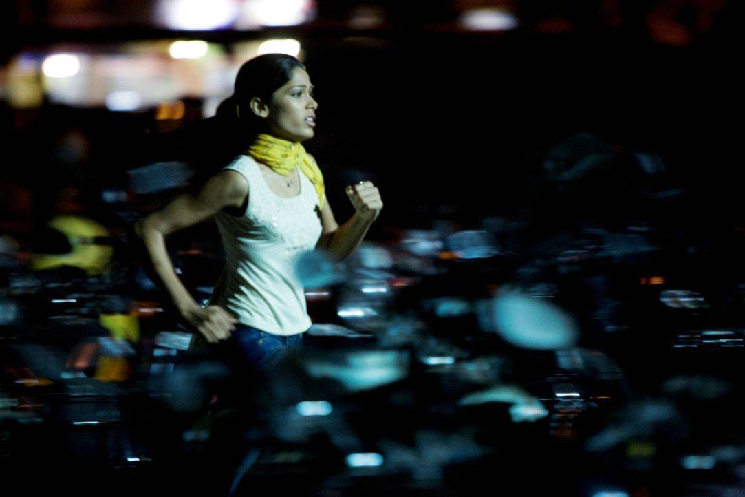 Jamal möchte nur eines: Latika (Freida Pinto) zurückgewinnen ... - Bildquelle: 2009 PROKINO Filmverleih GmbH