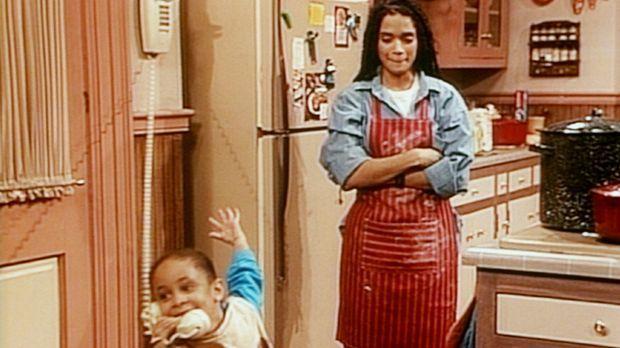 Stiefmutter Denise (Lisa Bonet, r.) schaut der kleinen Olivia (Raven Symone,...