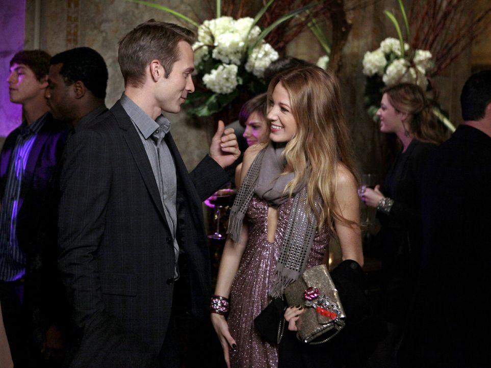 Ben (David Call, l.) will Serena (Blake Lively, r.) vor einem vermeintlichen Bösewicht beschützen ... - Bildquelle: Warner Bros. Television