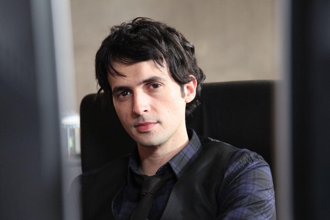 (3. Staffel) - Wenn ein Fall mal knifflig wird, kennt Hyppolite (Raphaël Ferret) meist einen Ausweg ... - Bildquelle: 2011 BEAUBOURG AUDIOVISUEL