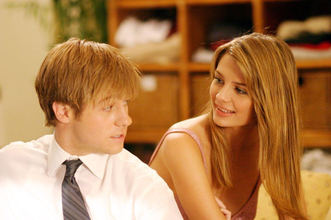 Genießen ihre Zweisamkeit: Marissa (Mischa Barton, r.) und Ryan (Benjamin McKenzie, l.) ... - Bildquelle: Warner Bros. Television