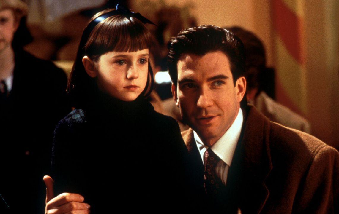 Der Glaube versetzt Berge: Susan (Mara Wilson, l.) ist felsenfest von Kriss Kringle als einzig wahrer Weihnachtsmann überzeugt. Deshalb soll Bryan... - Bildquelle: 20th Century Fox