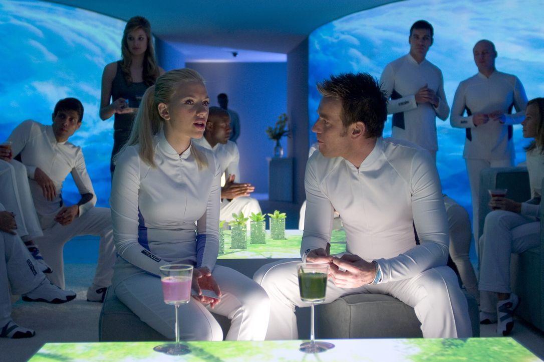 Lincoln (Ewan McGregor, r.) und Jordan (Scarlett Johansson, l.) gehören zu den wenigen Überlebenden einer weltweiten Katastrophe, die in Wohneinhe... - Bildquelle: Warner Bros. Television