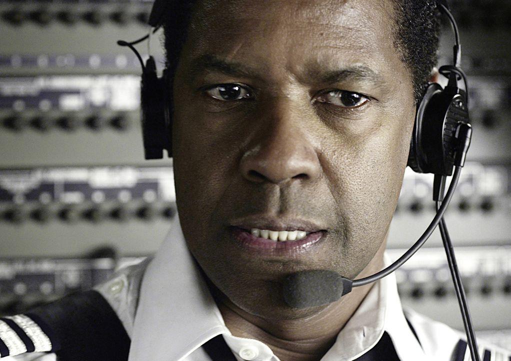 Der routinierte Pilot Whip Whitaker (Denzel Washington) befindet sich auf dem Flug von Orlando nach Atlanta. Nach dem Start herrschen starke Turbule... - Bildquelle: Robert Zuckerman 2012 PARAMOUNT PICTURES. ALL RIGHTS RESERVED.