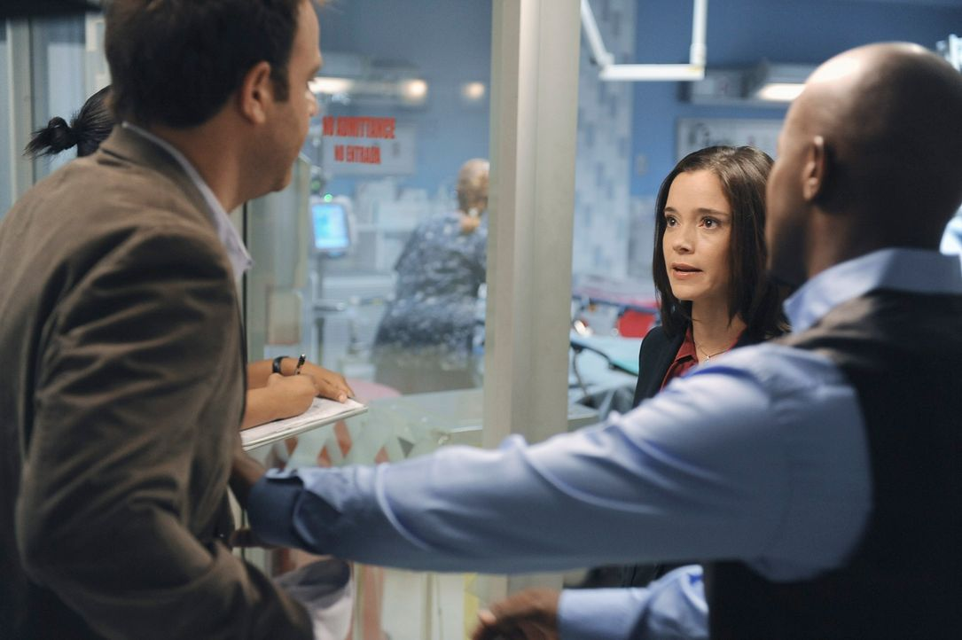 Cooper (Paul Adelstein, l.) glaubt seinem Patienten Evan, der behauptet, von seinem Steifvater misshandelt zu werden. Sam (Taye Diggs, M.) hat große... - Bildquelle: ABC Studios