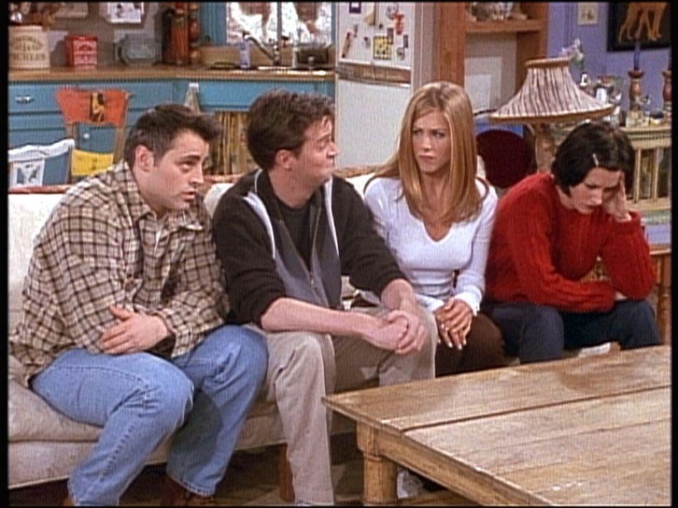(v.l.n.r.) Joey (Matt LeBlanc), Chandler (Matthew Perry), Rachel (Jennifer Aniston) und Monica (Courteney Cox) lassen sich auf eine Wette ein: Kenne... - Bildquelle: TM+  2000 WARNER BROS.