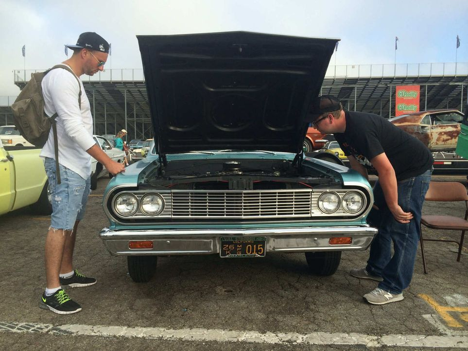 """Haben Sasa (l.) und Norman (r.) mit ihrer Business-Idee """"Automakler für American Classic Cars"""" eine Chance auf das begehrte Startkapital von 25.000... - Bildquelle: kabel eins"""