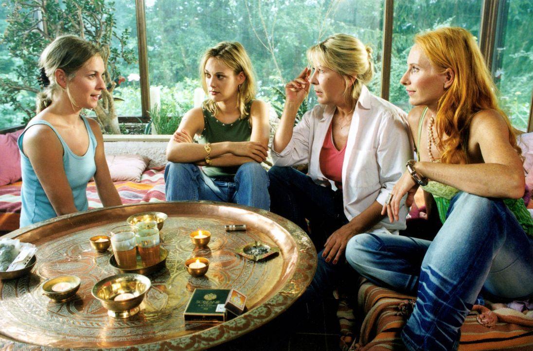 Kate (Lisa Martinek, l.), Malise (Andrea Sawatzki, r.), Rita (Eva Hassmann, 2.v.l.) und Inge (Barbara-Magdalena Ahren, 2.v.r.) haben eines gemeinsam... - Bildquelle: Louis Jean Heydt Sat.1
