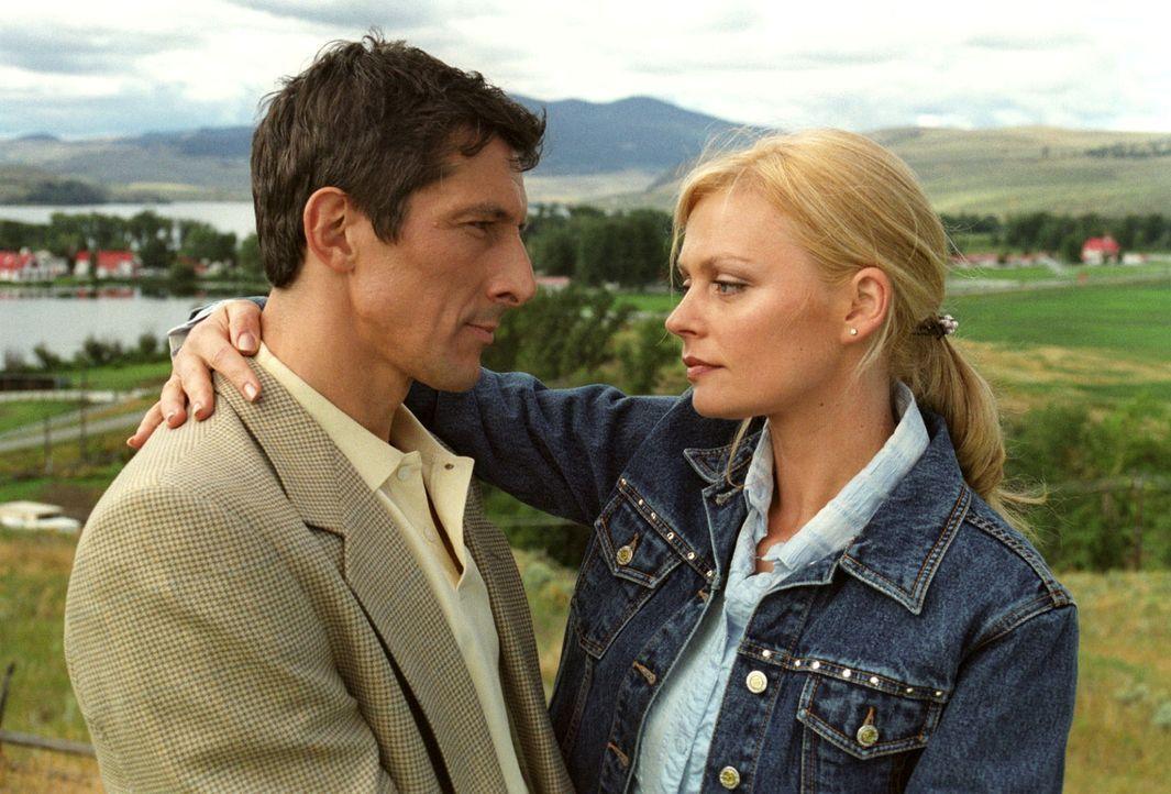 Jack Clooney (Peter Winfield, l.) möchte für Lily (Susanna Simon, r.) mehr sein als ein Freund. Doch Lily will sich nicht entscheiden ... - Bildquelle: Sat.1