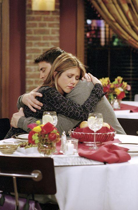 Joey (Matt LeBlanc) hat Rachel (Jennifer Aniston) seine Liebe gestanden. - Bildquelle: TM+  WARNER BROS.