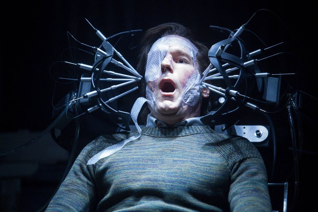 Eric Lathem (Michael Eklund) tötet auf der Suche nach der perfekten DNA ... - Bildquelle: Warner Bros. Television