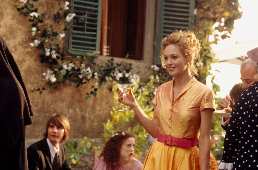 Nach all den Umbauarbeiten an Frances' (Diane Lane, 2.v.r.) baufälligem Haus in der Toskana, wird nun gefeiert ... - Bildquelle: Buena Vista International Inc.