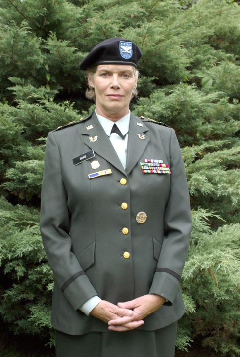 Wird Colonel Gillian (Kelly McGillis) für oder gegen Tasha entscheiden? - Bildquelle: Metro-Goldwyn-Mayer Studios Inc. All Rights Reserved.