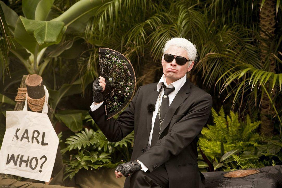 So prominent war der Dschungel noch nie! Karl Lagerfeld (Max Giermann) fernab der Zivilisation ... - Bildquelle: ProSieben