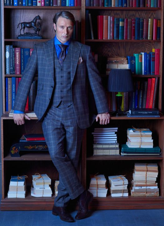 (1. Staffel) - Er ist zivilisiert, intelligent und redegewandt und genau das, ermöglicht es dem Psychiater Dr. Hannibal (Lecter Mads Mikkelsen), ei... - Bildquelle: Robert Trachtenberg 2013 NBCUniversal Media, LLC
