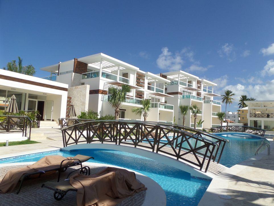 Zukünftig möchten Karrin und John Pecchia mit ihren beiden Töchtern wie im Paradies leben und suchen daher eine Unterkunft im traumhaften Punta Cana... - Bildquelle: 2013, HGTV/Scripps Networks, LLC. All Rights Reserved.