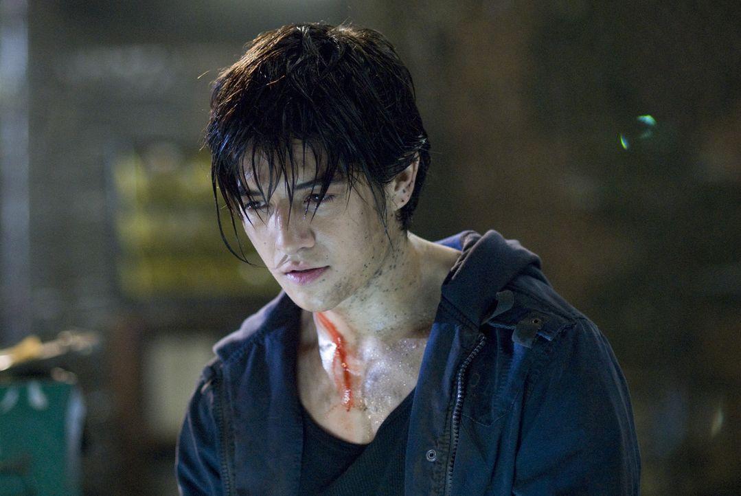 """Jin (Jon Foo) ist ein Straßenkämpfer. Als seine Mutter von den Soldaten des Großkonzerns """"Tekken"""" getötet wird, sinnt er auf Rache. Er will die... - Bildquelle: 2010 CST PRODUCTIONS, LLC   ALL RIGHTS RESERVED"""