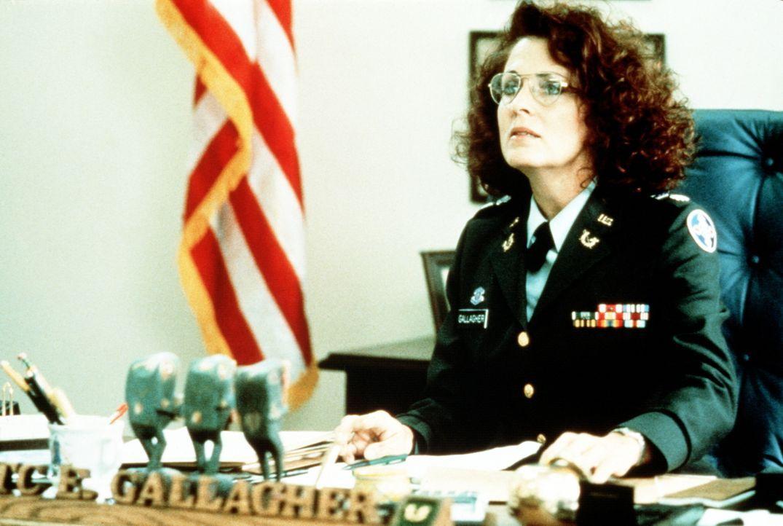 Eileen Gallagher (Joanna Cassidy) stellt fest, dass einige US-Generäle in eine Verschwörung auf höchster Ebene verstrickt sind ... - Bildquelle: Orion Pictures Corporation