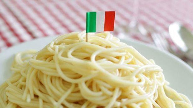 Einfacher geht's kaum: Spaghetti mit Knoblauch, Peperoncini und Olivenöl
