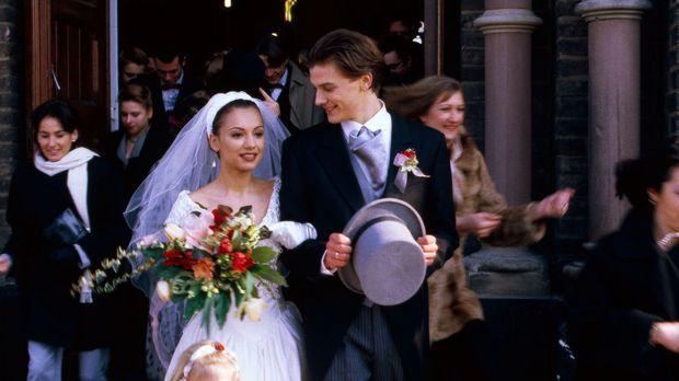 Endlich verheiratet! Sandra (Radost Bokel, l.) und Tobias (Marc-Oliver Schulz...