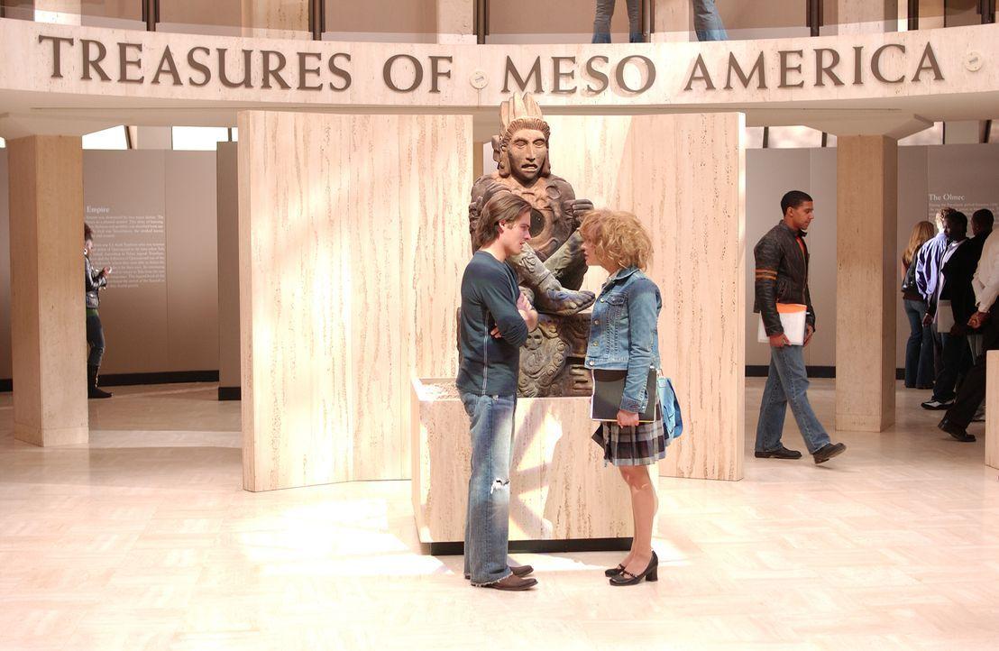 Eines Tages finden sich Nell (Samaire Armstrong, r.) und Woody (Kevin Zegers, l.) jeweils im Körper des anderen wieder - als Strafe für ihre ewigen... - Bildquelle: Sony Pictures Television International