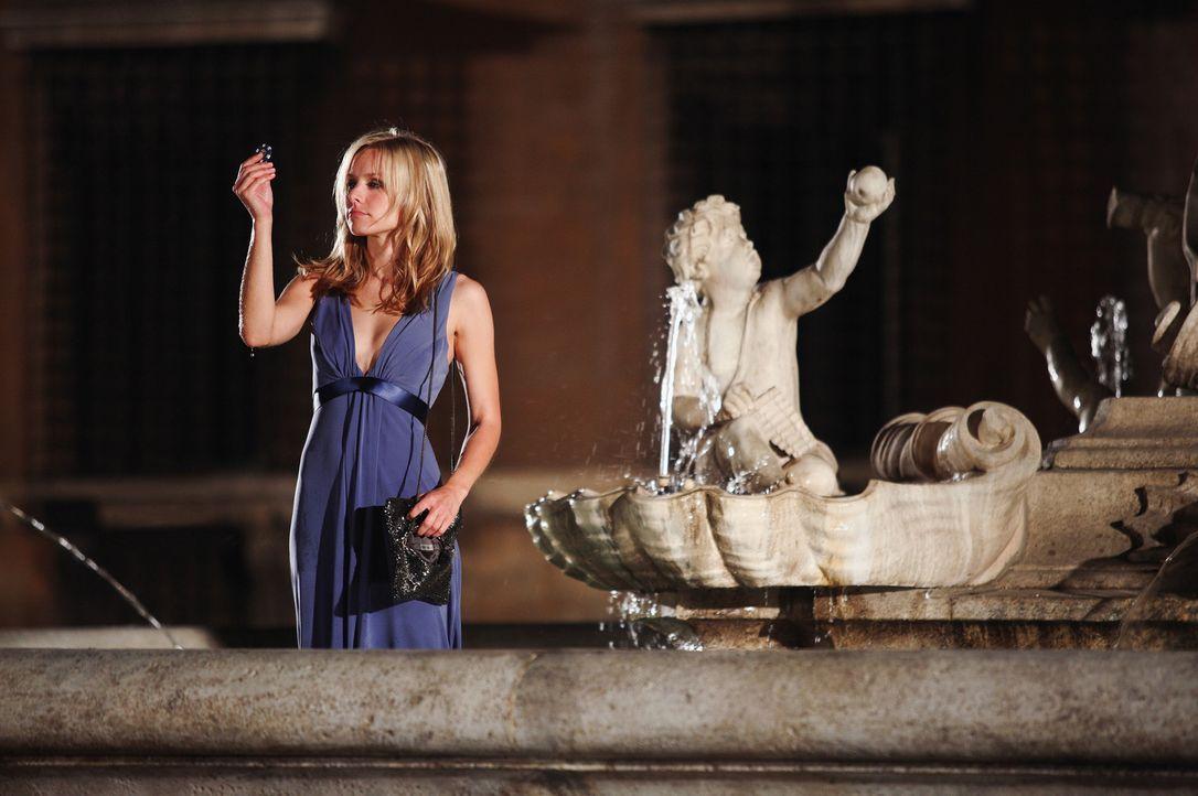 Beth (Kristen Bell) ist in Rom auf der Hochzeit von Joan, ihrer jüngeren Schwester. Alkohol und allgemeine Unzufriedenheit führen dazu, dass Beth... - Bildquelle: Myles Aronowitz Touchstone Pictures.  All Rights Reserved