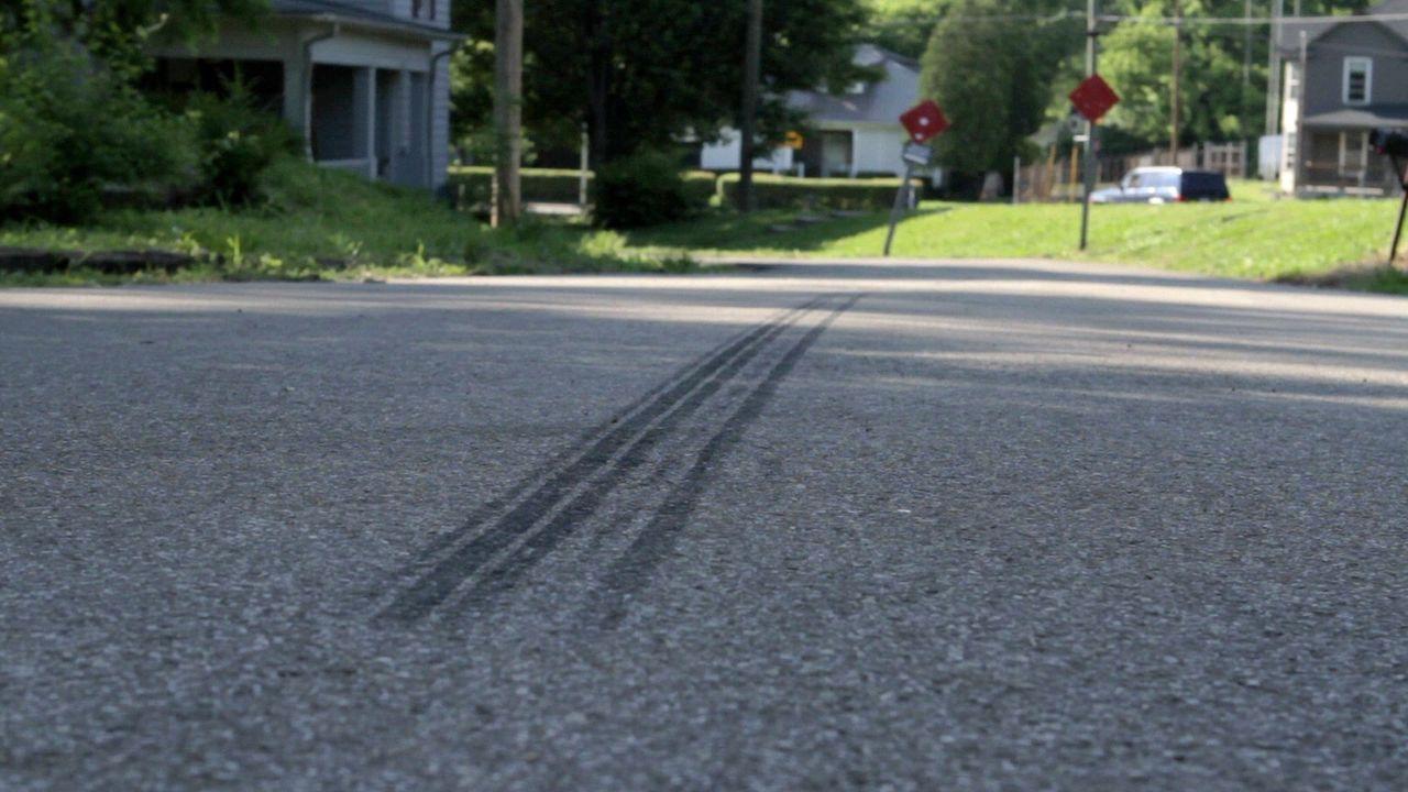 In einer eigentlich ruhigen Nachbarschaft wird eine Mutter überfahren. Während die Polizei zunächst annimmt, dass es sich einen normalen Unfall mit... - Bildquelle: Jupiter Entertainment
