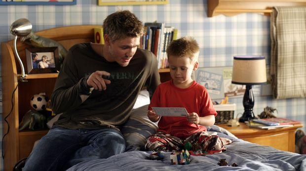 Lucas (Chad Michael Murray, l.) verbringt sehr viel Zeit mit seinem Neffen Ja...