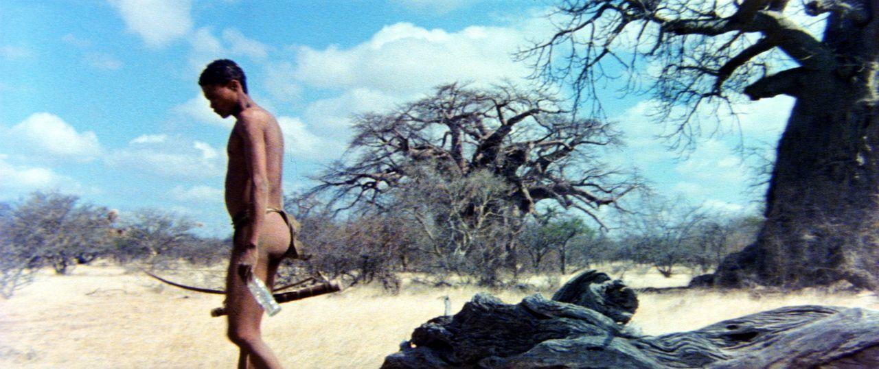 Da das Geschenk der Götter, eine leere Colaflasche, in dem friedlichen Stamm nur Zwist und Streit ausgelöst hat, beschließt der Buschmann Xixo (N!Xa... - Bildquelle: 20th Century Fox Film Corporation