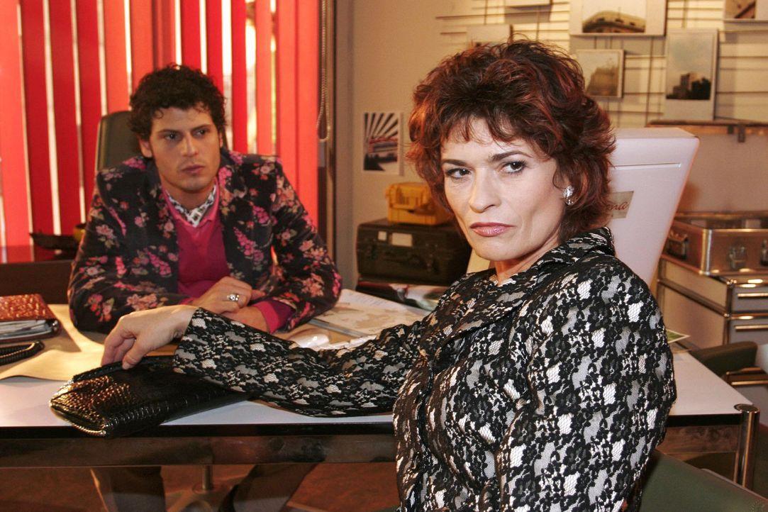 Rokko (Manuel Cortez, l.) ist verblüfft über Sophies (Gabrielle Scharnitzky, r.) arrogantes Verhalten und gerät mit ihr aneinander. - Bildquelle: Noreen Flynn Sat.1