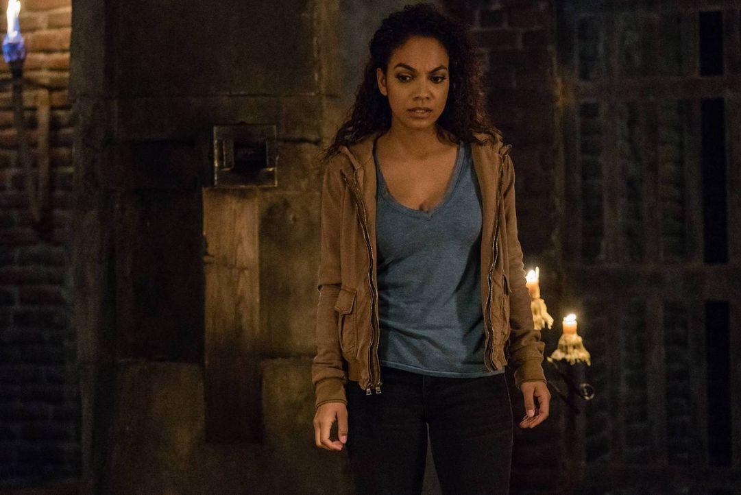 Jenny (Lyndie Greenwood) muss nicht nur ein Opfer bringen, um Crane und vielen Menschen in Sleepy Hollow das Leben zu retten ... - Bildquelle: 2015-2016 Fox and its related entities.  All rights reserved.