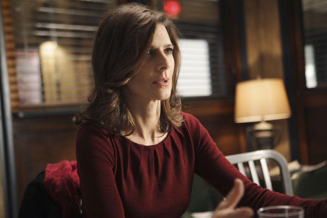 Auf dem Revier erfährt Helen Parker (Perrey Reeves), dass ihr ermordeter Mann ein Doppelleben geführt hat. - Bildquelle: ABC Studios