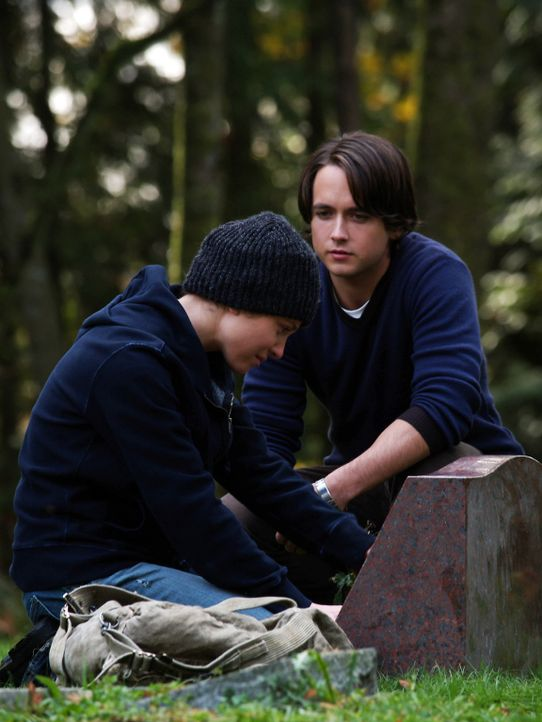 Ist verantwortlich für den Tod ihres Mitschülers Nick (Canuck Justin Chatwin, r.): Annie Newton (Margarita Levieva, l.) ... - Bildquelle: Hollywood Pictures & Spyglass Entertainment.  All rights reserved