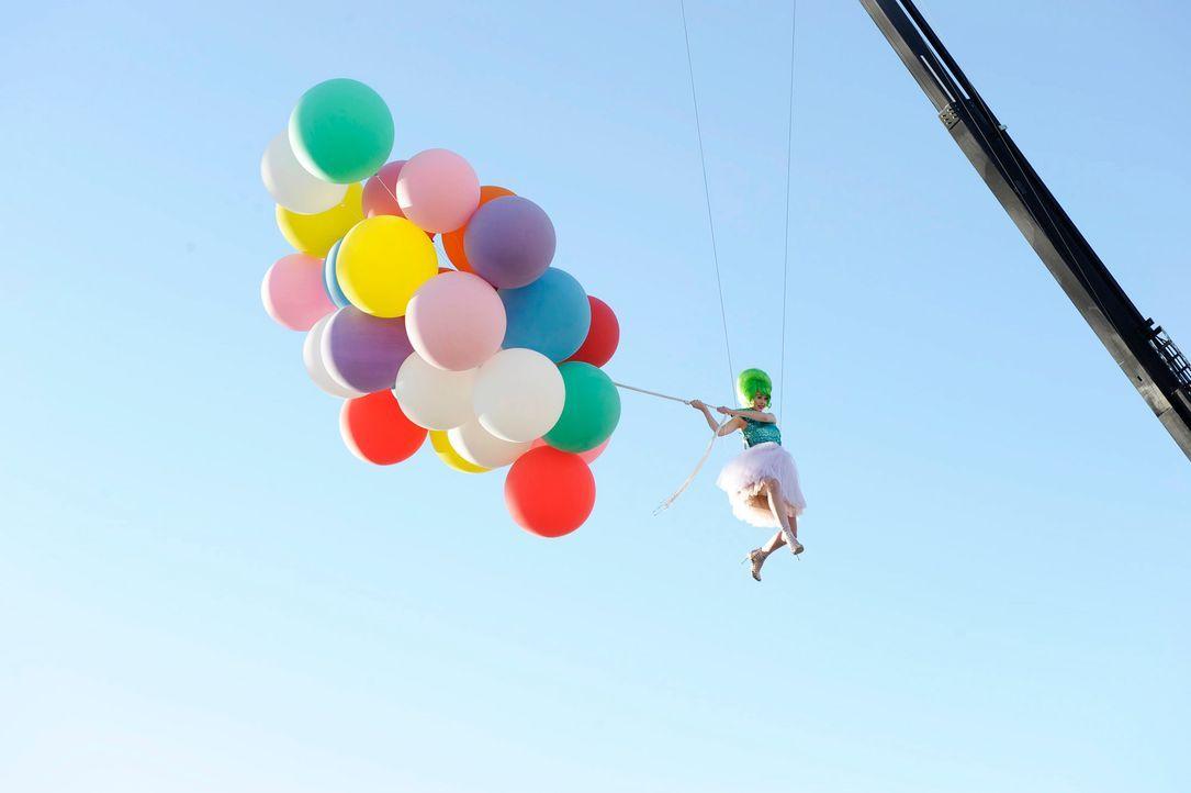 GNTM-Stf09-Epi03-BallonShooting-034-ProSieben-Oliver-S - Bildquelle: ProSieben/Oliver S.