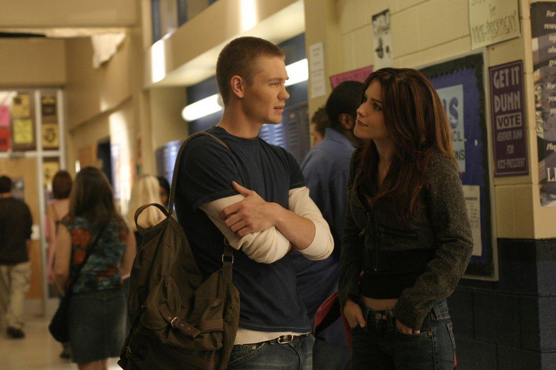 Während Brooke (Sophia Bush, r.) mit ihrem Wahlkampf beschäftigt ist, muss sich Lucas (Chad Michael Murray, l.) an seine neue Wohnsituation gewöh... - Bildquelle: Warner Bros. Pictures