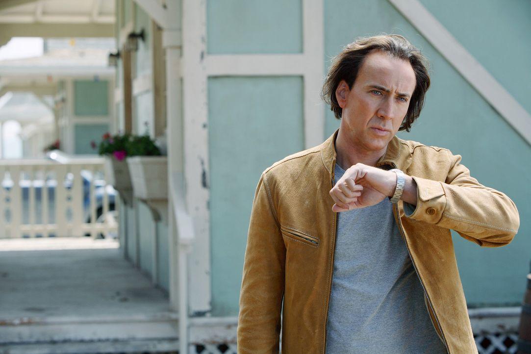 """Cris Johnson (Nicolas Cage) wurde mit der Fähigkeit geboren, in die Zukunft sehen zu können. Unter dem Namen """"Frank Cadillac"""" verdient er sich als... - Bildquelle: t   2007 Paramount pictures. All Rights Reserved."""
