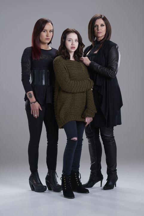 (2. Staffel) - Ist es wirklich eine gute Idee, dass Jeremy und sein Rudel ein Bündnis mit den Hexen Paige (Tommie-Amber Pirie, l.), Savannah (Kiara... - Bildquelle: 2015 She-Wolf Season 2 Productions Inc.