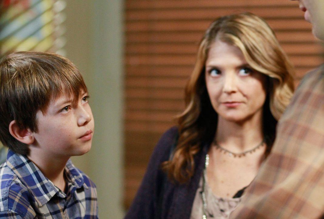 Ein große Überraschung erlebt Cooper, als plötzlich Erica (A.J. Langer, r.) und Mason (Griffin Gluck, l.) in der Praxis auftauchen ... - Bildquelle: ABC Studios