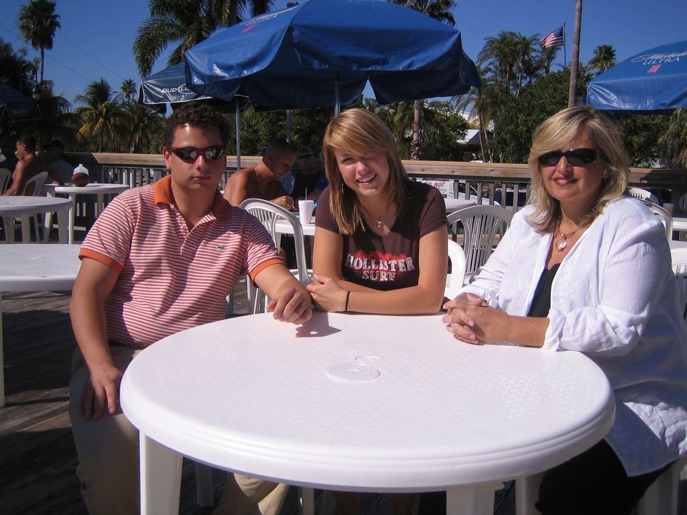 Familie Schiller lebt sich gerade in den USA ein. Mutter Margot (47), Sohn Mark (22) und Tochter Maren (16). - Bildquelle: kabel eins