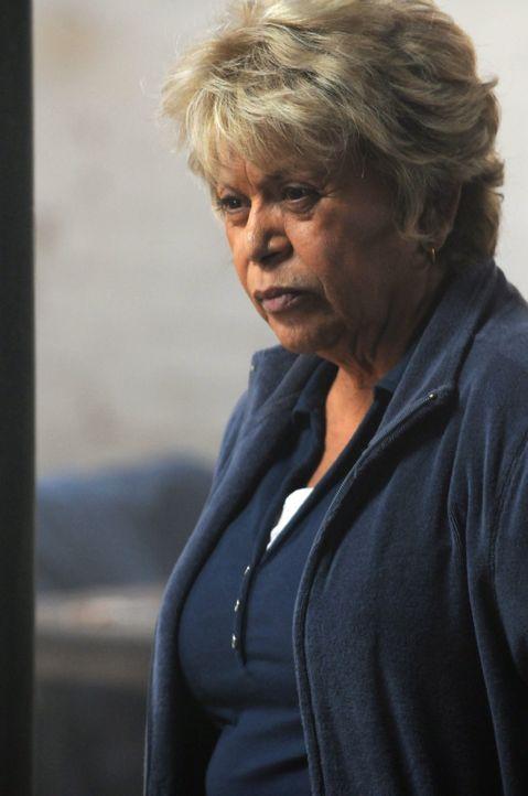 Marta Ruiz (Lupe Ontiveros), Chefin einer mexikanischen Gang, will Janila mit allen Mitteln töten lassen. Sie hat gesehen, wie ein Mitglied ihrer Ba... - Bildquelle: Warner Brothers