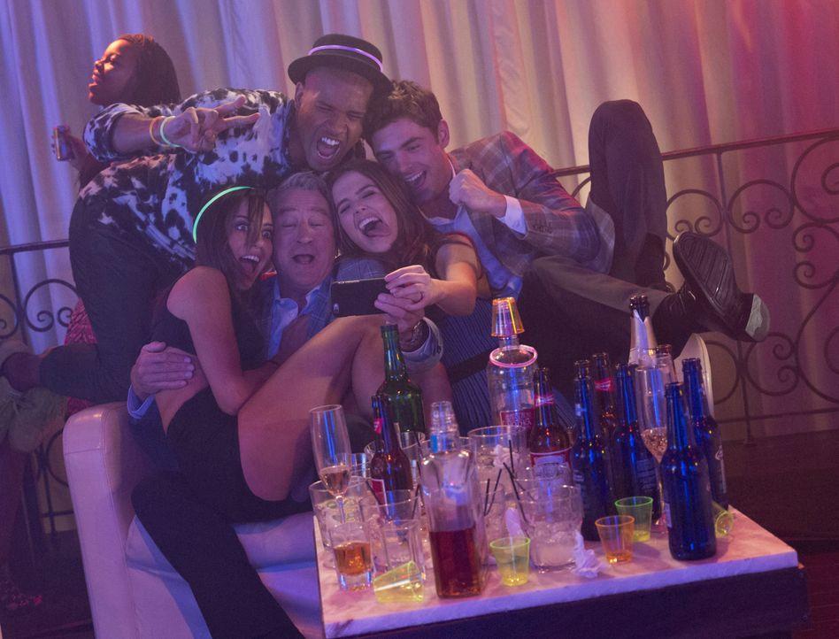 Feiern wilde Partys in Daytona Beach zum Springbreak: Lenore (Aubrey Plaza, l.), Dick (Robert De Niro, 2.v.l.), Tyrone (Brandon Mychal Smith, M.), S... - Bildquelle: 2016 Constantin Film Verleih GmbH
