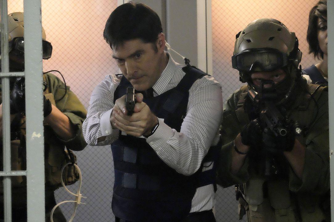 Hotch (Thomas Gibson) kann nicht glauben, dass man ihn tatsächlich verdächtigt, einen Bombenanschlag vorbereitet zu haben. Nun ist er auf die Fähigk... - Bildquelle: Darren Michaels ABC Studios