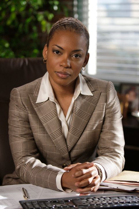 Neben der Ermittlungsarbeit hat Lisbon aber auch mit ihrer Nervosität zu kämpfen, denn Special Agent Hightower (Aunjanue Ellis), der neue CBI Boss,... - Bildquelle: Warner Bros. Television