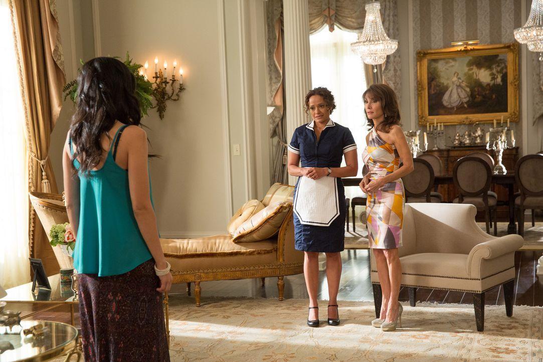Genevieve (Susan Lucci, r.) wünscht sich nichts mehr, als dass Valentina (Edy Ganem, l.) und Zolia (Judy Reyes, M.) sich endlich wieder vertragen, a... - Bildquelle: 2014 ABC Studios