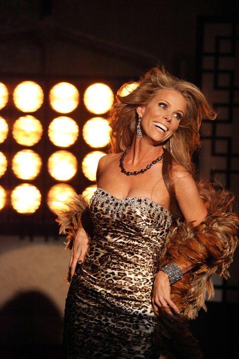 Ein heißer Feger: Dallas (Cheryl Hines) ... - Bildquelle: Warner Brothers