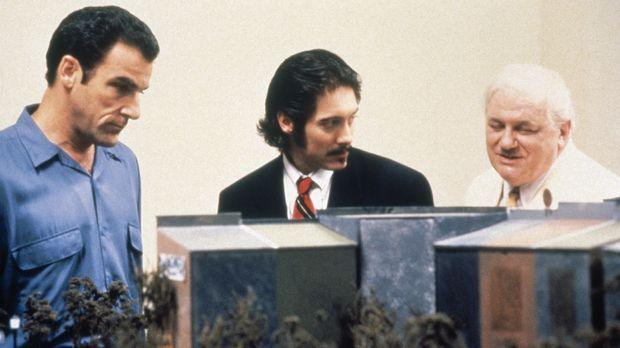 Jim Nashe (Mandy Patinkin, l.) riskiert sein ganzes verbliebenes Geld von sei...