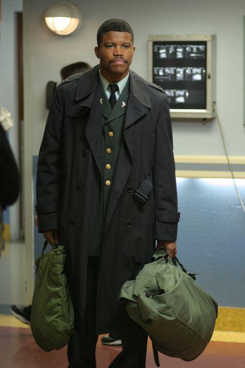 Dr. Michael Gallant (Sharif Atkins) ist nur für kurze Zeit zurück in Chicago ... - Bildquelle: WARNER BROS