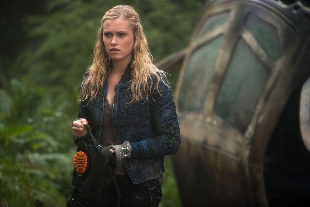 Noch ahnt Clarke (Eliza Taylor) nicht, was sich wirklich auf dem Raumschiff abspielt ... - Bildquelle: Warner Brothers