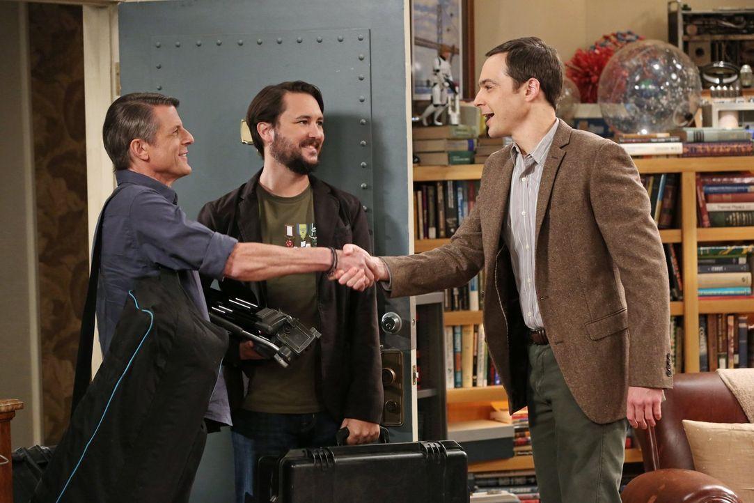 Jetzt zahlt sich Sheldons (Jim Parsons, l.) Nerd-Wissen aus: Zusammen mit Adam Nimoy (r.) und Will Wheaton (M.) darf er an einer Dokumentation über... - Bildquelle: 2015 Warner Brothers